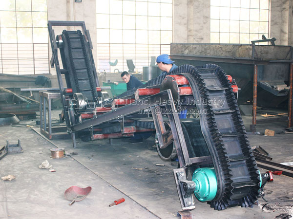 Big-angle incline conveyor